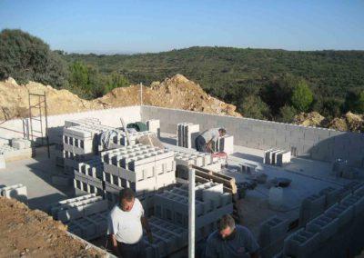 Construcción de balsa para prevención de incendios