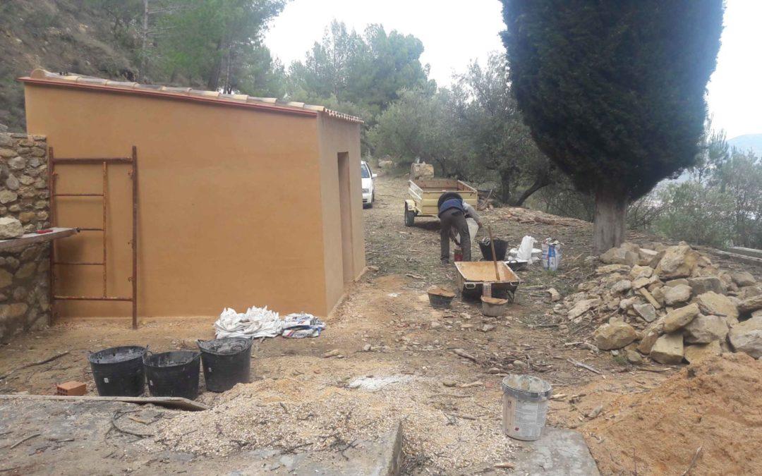 Rehabilitación Caseta Molina en entorno forestal Huit Piletes
